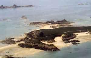 La pointe sud de l'île des Edihens en Saint-Jacut-de-la-Mer, emplacement du village doriosolithe (cl. Langouët).